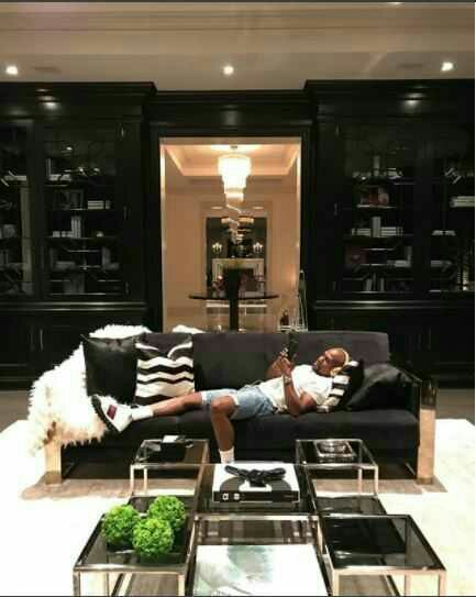[Expensive shit]Floyd Mayweather Shows Off His Amazing Wine Cellar In His New$26million Mansion
